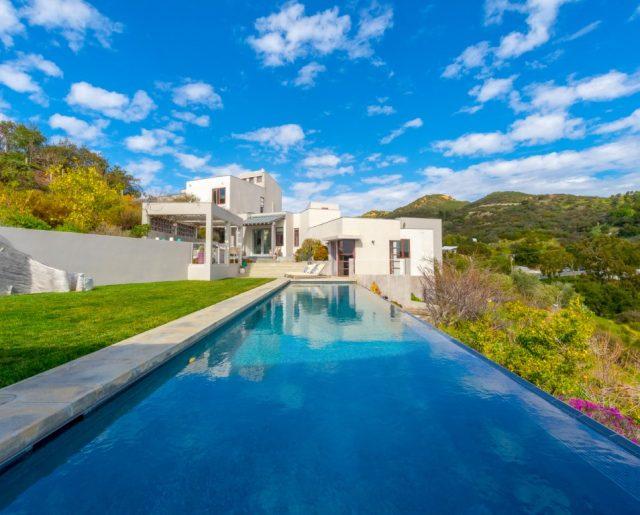 International Celebrity Decorator's Home for Sale!
