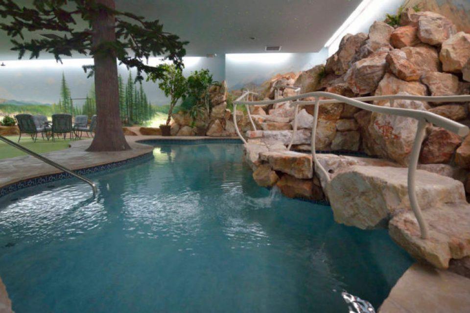 Las-Vegas-Underground-House-pool-1-832x468