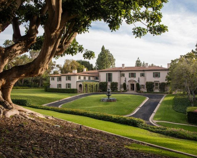 Owlwood Mansion: Home To Stars Marilyn Monroe, Tony Curtis & Cher!