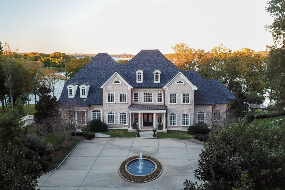 Kelly Clarkson's Tennessee Lake Home Is Gorgeous!