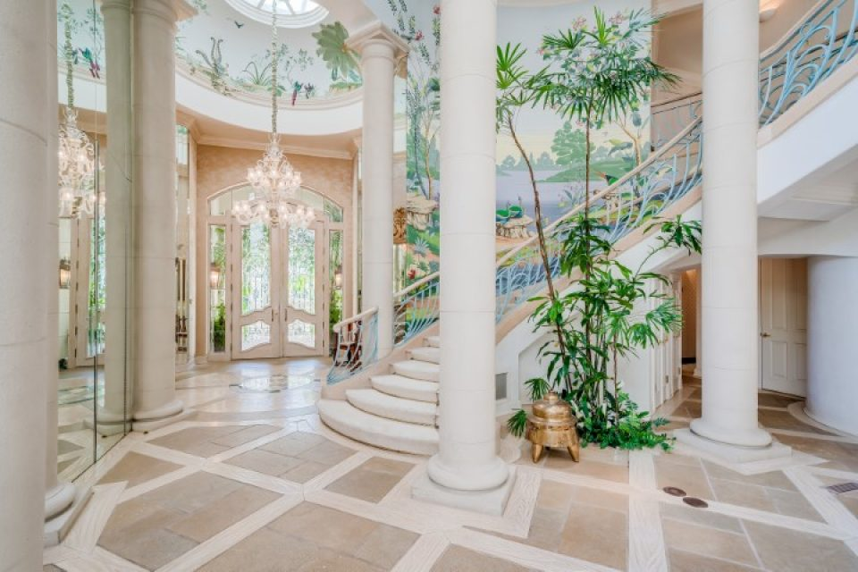 Rhonda Fleming's Picture-Perfect Mansion!