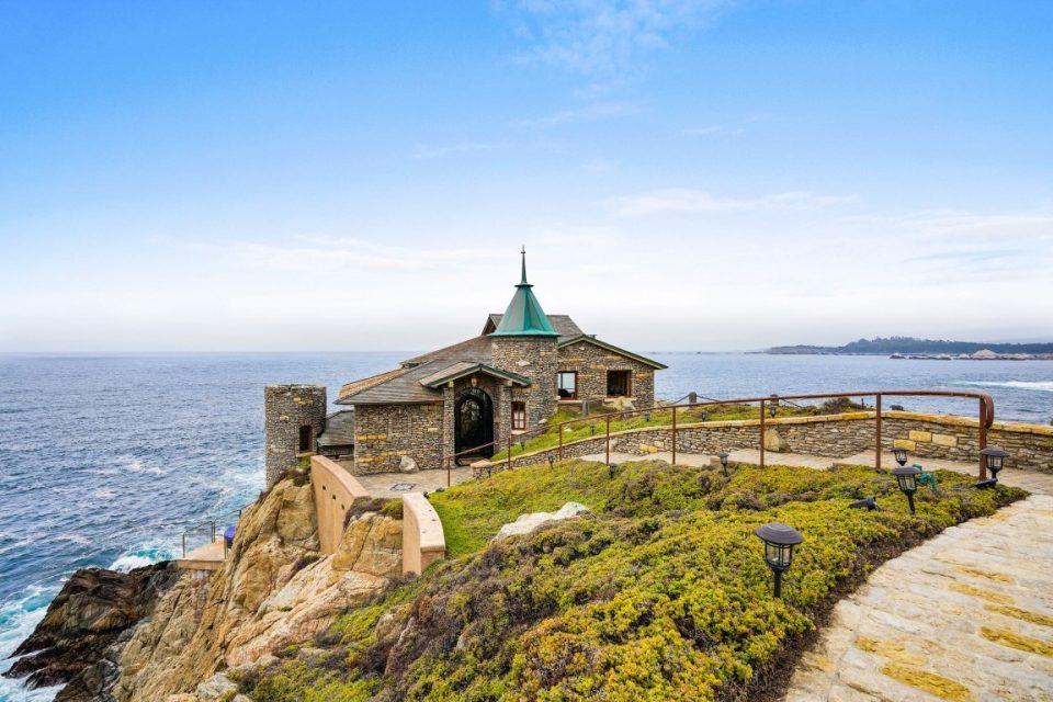 Two California Stars: Kim Novak & Her Carmel Cliff House!
