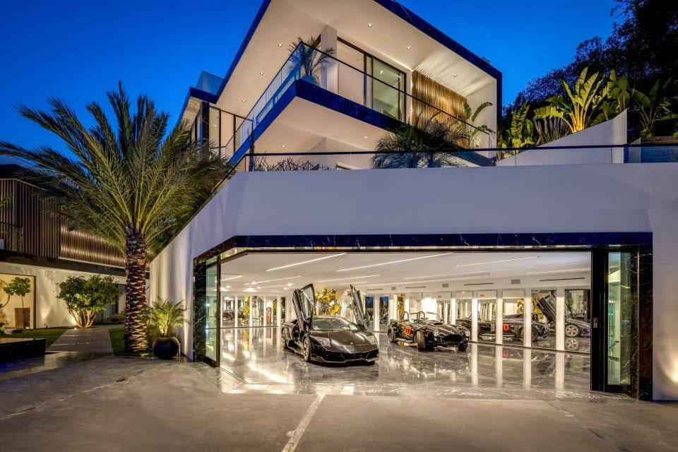L.A.'s Best Views & Seven-Star Resort Bath!