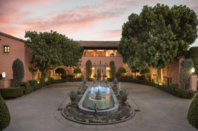 """""""Godfather"""" Mansion Looks For a Final Offer It Can't Refuse!"""