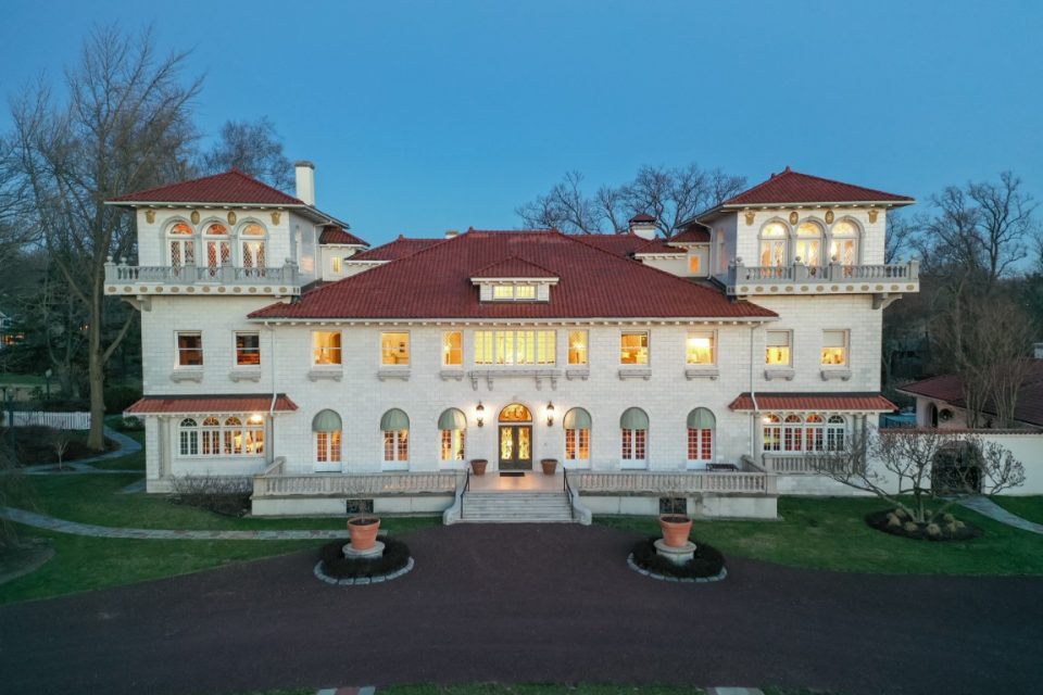 Gloria Swanson's New Jersey Mansion Sells For Peanuts!